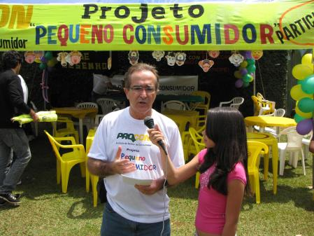 Repórter mirim entrevista Ricardo Pires.