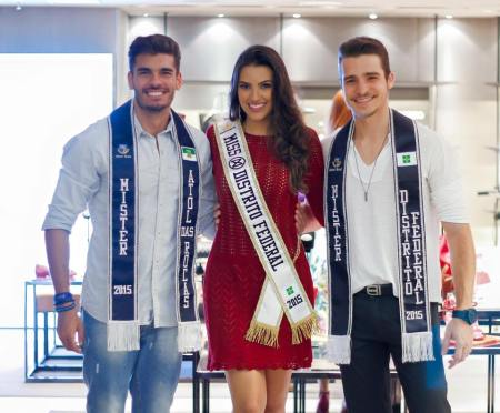 Thainá Magalhães e Ecktor Lopes juntos com Mister Atol das Rocas , atuais representantes do título (Foto: Divulgação)
